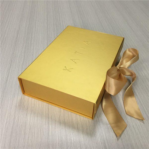 Small bring gold gift flat box custom 600x600 - طلاکوب چیست