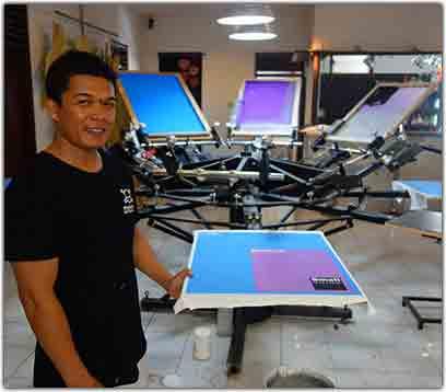 printing 8 silk screen printing table at the pirate way kuta bali indonesia sudik www.altenay.com  - آموزش چاپ سیلک